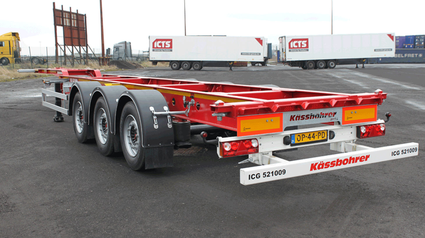 Multifunctional container chassis